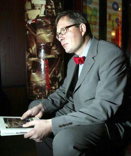 """<p><b>SKREV OM KÅRE:</b> Journalist i Dagens Næringsliv, Kjetil Wiedswang skrev for ti år siden boken """"Kåre Valebrokk - et portrett uten filter"""".</p>"""