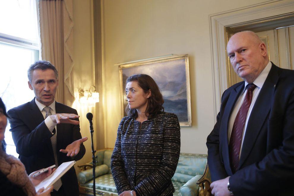 <p><b>SNART LØNNSOPPGJØR:</b> NHO-sjef Kristin Skogen Lund og LO-leder Roar Flåthen (t.h.) skal snart sette i gang årets lønnsoppgjør. Her er de to avbildet med statsminister Jens Stoltenberg (t.v.) i forrige uke under regjeringens kontaktmøte med partene i arbeidslivet.<br/></p>