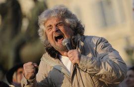 <p><b>OUTSIDEREN:</b> Karismatiske Beppe Grillo kan havne på vippen, etter å ha notert større oppslutning enn Mario Monti i meningsmålingene.<br/></p>