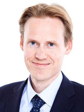 KAN AVTALE: – Arbeidstaker og arbeidsgiver kan avtale at deler av feriepengene utbetales på forskudd, dersom man har dokumenterte ferieutgifter som billetter eller lignende, sier advokat Eivind Arntsen.
