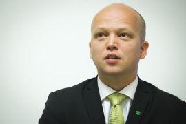 <p><b>SETTER FOTEN NED:</b> Landbruksminister Trygve Slagsvold Vedum</p>