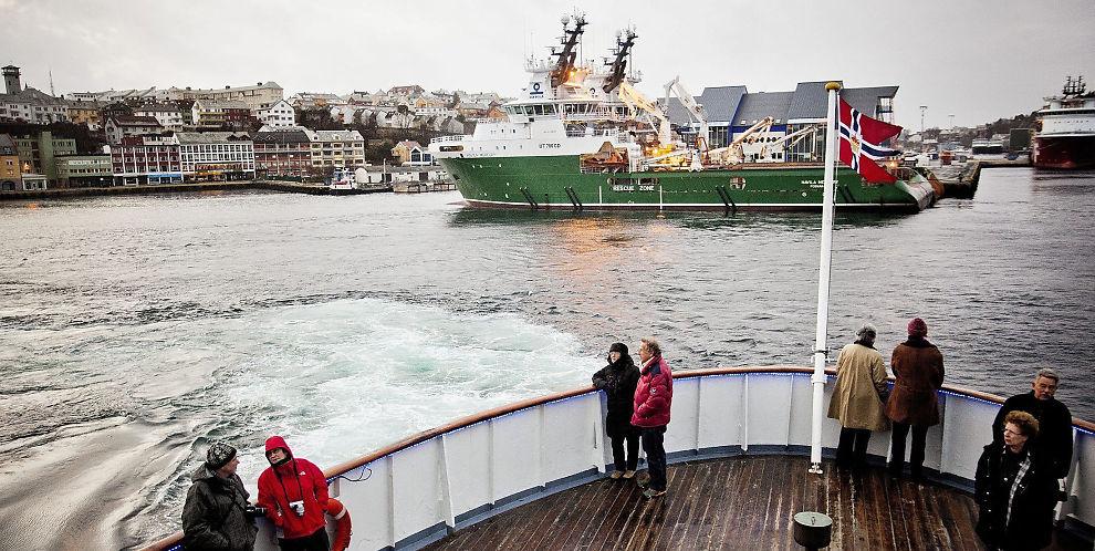 <p><b>EKSPORTFYLKE:</b> Møre og Romsdal er det regionkontoret i Innovasjon Norge som fordeler mest penger. - Helt naturlig, mener fylkesordfører Jon Aasen. Han poengtrerer at fylket har en eksportrettet industri, med blant annet møbelproduksjon, fiskeri og offshore. Her ser vi Kristiansund-havn med offshorebransjens supplybåter til kais, fotografert fra Hurtigruten.</p>