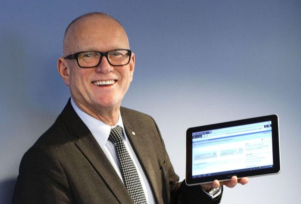 <p><b>Ønsker e-brukere:</b>Skattedirektør Svein Kristensen ønsker at flere skal bruke nettbrett og PC, og droppe selvangivelsen på papir.</p>