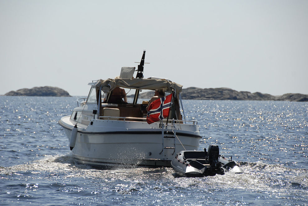 <p><b>Lengter mot sommer:</b> Drømmer du om å tøffe rundt i båt i sommer? Du kan gjøre et godt kjøp nå!</p>