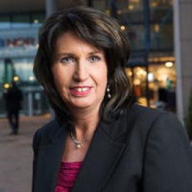 <p><b>AVVENTER:</b> Informasjonssjef Aud-Helen Rasmussen i DNB sier de vil ta tak i de 220 sakene etter påske.<br/></p>