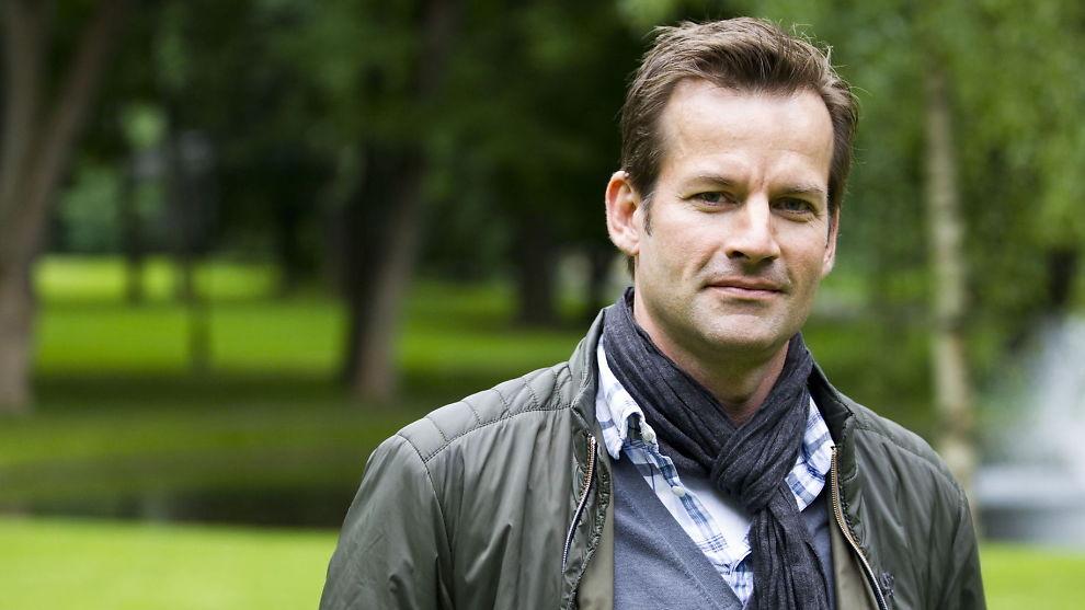 <p><b>SVINDYR:</b> Det er langt ifra gratis å leie inn NRK-programleder Jon Almaas som underholdning til julebordet.<br/></p>