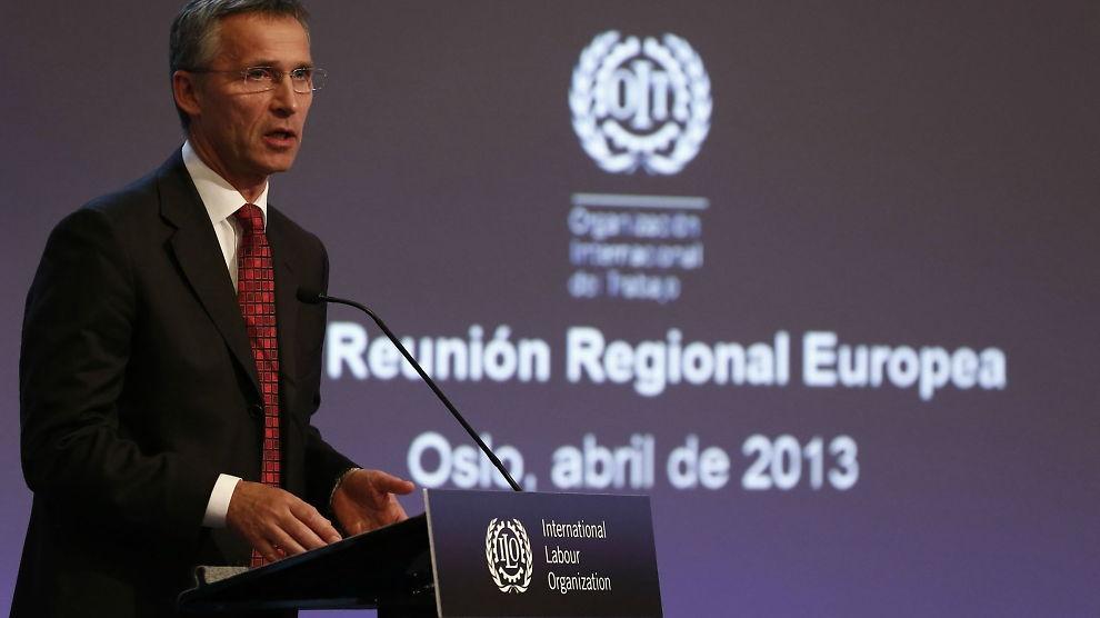 <p><b>TALTE:</b> Statsminister Jens Stoltenberg snakket om Norges erfaringer på Den internasjonale arbeidsorganisasjonen ILOs møte i Oslo mandag.</p>