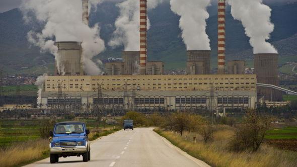 <p><b>FORURENSER:</b> Per kilowattime produsert strøm, spyr Agios Dimitris-kraftverket ut 1350 gram CO2.<br/></p>
