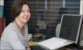 <p><b>KAST DEM I SØPLA:</b> Får du faktura, purringer eller trusler fra Norsk Internett Register, kan du trygt kaste dem i søpla, sier Anne Dybo i Økokrim<br/></p>