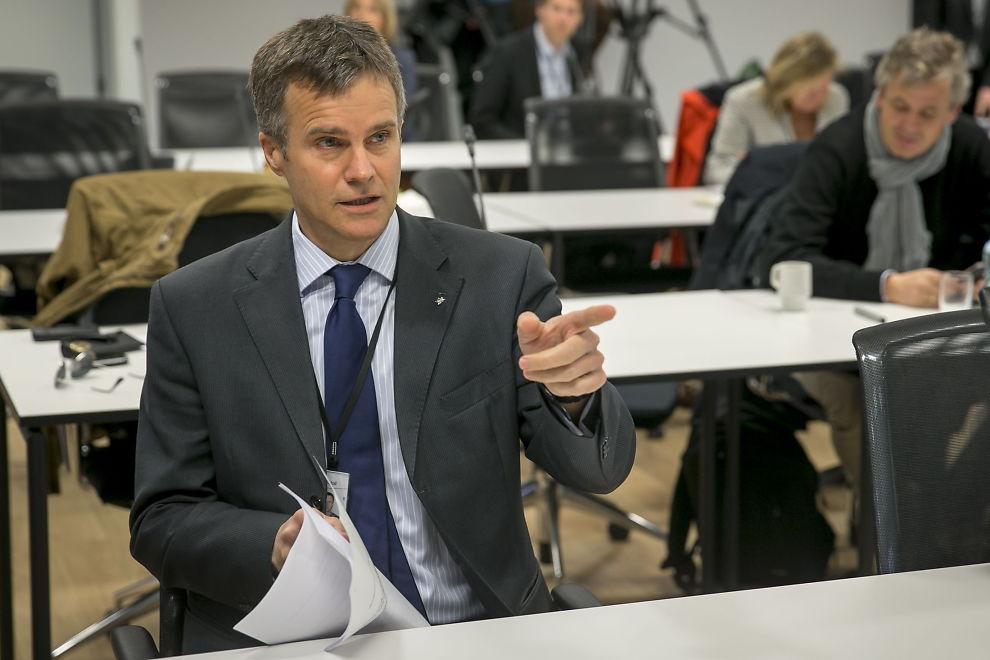<p><b>- DRIVER IKKE POLITIKK:</b> Statoil-sjef Helge Lund avviser at det er gått politikk i utsettelsen av Johan Castberg-feltet. Han håper Statoil nå klarer å finne mer olje i området for å forsvare investeringen. Arkivbilde.</p>