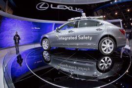 <p><b>PROTOTYPE:</b> En rekke kjente merker har laget førstevarianter av førerløse biler. Her ser vi en Lexus SL 600, som kjører av seg selv - og styrer via sensorer og kameraer.</p>