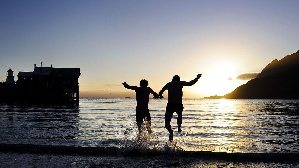 <p><b>SOMMERPERLE:</b> Midnattssol på Senja er en av opplevelsene charterturister til Nord-Norge kan få med seg.<br/></p>