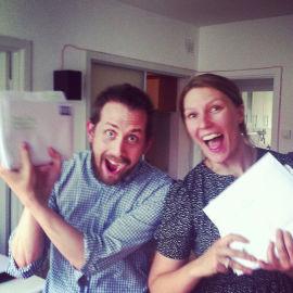 <p><b>PAKKER BREV:</b> Tom Erik Stöwer og Marit Letnes pakker Lillygram-brev for utsendelse til abonnentene.<br/></p>
