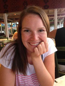 <p><b>MÅ UTSETTE:</b> Julie Ervik (21) må jobbe mye for å få råd til å studere i Trondheim. Nå har hun valgt å ta bachelorgraden på fire år i stedet for tre.<br/></p>