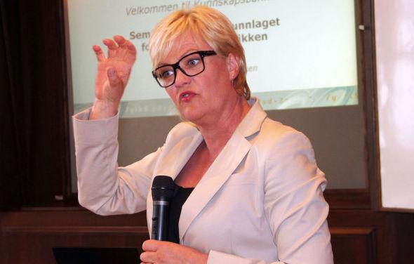<p>– MERKELIG: Kunnskapsminister Kristin Halvorsen mener kritikken mot regjeringens studiefinansiering er merkelig: – Da de borgerlige var i regjering, ble ikke studiestøtten engang prisregulert, påpeker hun.<br/></p>