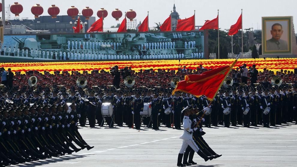 <p><b>RØDT OG AGGRESSIVT:</b> Kina ligger i konflikt med flere naboland. En farlig vei å gå, mener E24-spaltist. Her feiret kinesiske soldater kommunismens 60 årsdag i Kina.<br/></p>
