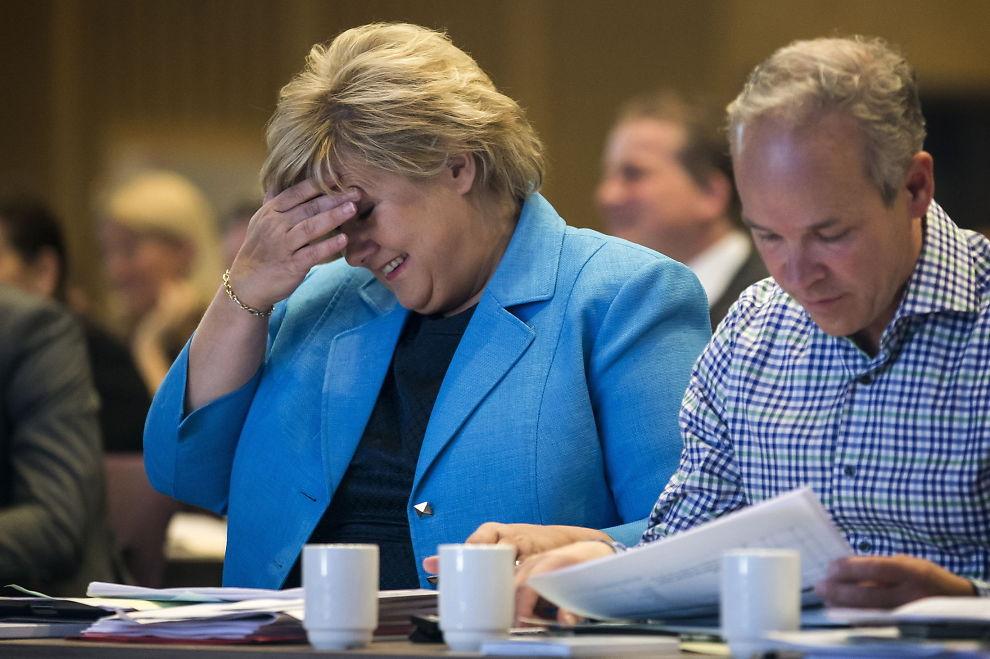<p>Partileder Erna Solberg og nestleder Jan Tore Sanner under Høyres landsmøte på Clarion Hotel Gardermoen i vår.<br/></p>