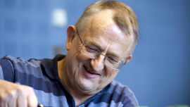 <p><b>GIR ROS:</b> Økonomiprofessor Arne Jon Isachsen ved BI mener Vinmonopolet drives «for godt».<br/></p>
