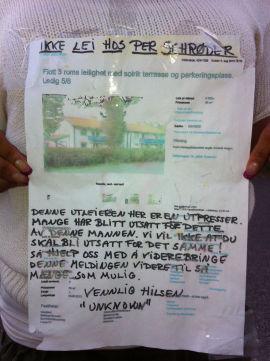 <p><b>ADVARSEL:</b> Dette oppslaget fant Dine Pengers journalist på et gjerde i Elverum. – Personsjikane, mener advokaten til utleieren.</p>