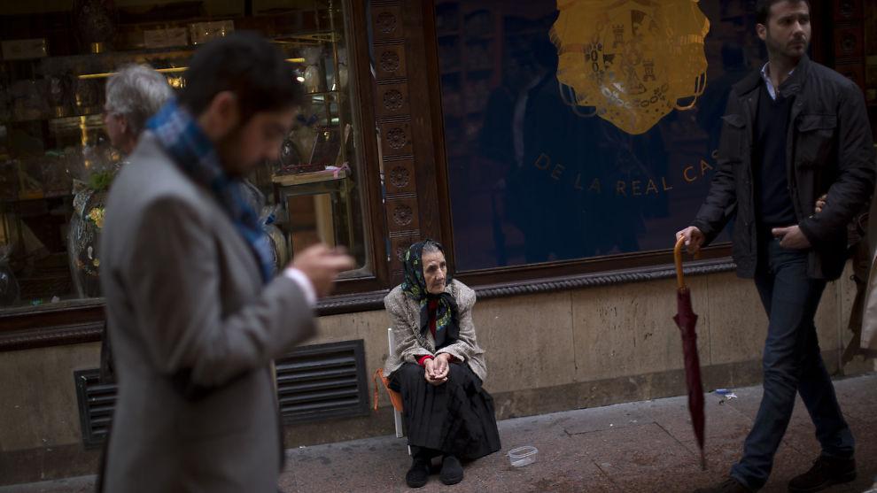 <p><b>FLERE FATTIGE</b>: Kraftige budsjettkutt kan skape en eksplosjon i fattige i Europa, spår Oxfam. Her en tigger fra Sevilla i Spania.</p>