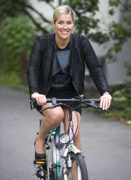 <p><b>Tok styringen:</b> Maren Synnevåg (39) sikret seg selv økonomisk ved å investere i bolig og spare i pengemarkedsfond. Mange norske kvinner har dårlig kontroll over privatøkonomien.</p>