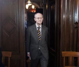 <p><b>PROFESSOR:</b> Jan Fridthjof Bernt.<br/></p>