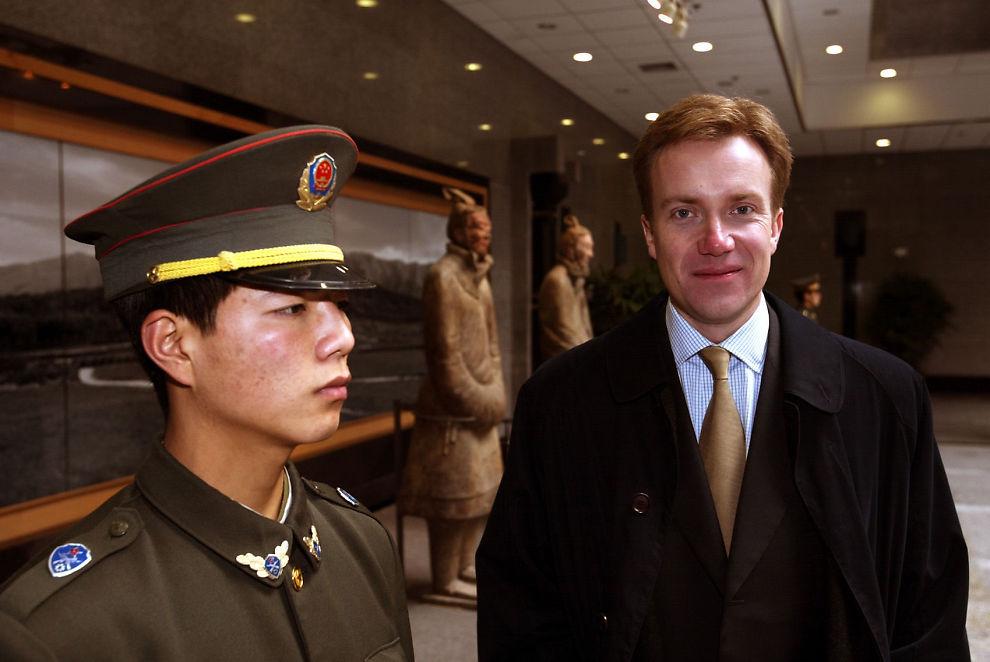 """<p>KJENNER KEQIANG: Det er knyttet store forventninger til hva Norges nye utenriksminister Børge Brende kan få til i forholdet til Kina, ettersom han har gode kontakter og kjenner statsminister Li Keqiang personlig.<a href=""""http://e24.no/makro-og-politikk/haap-om-at-brende-skal-loese-opp-i-forholdet-til-kina/22580413""""><br/></a></p>"""