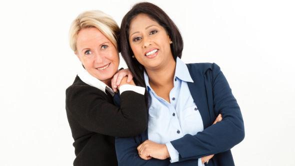 <p><b>SATSER:</b> Markedsansvarlig Ann Beth Bergh og daglig leder Nasim Rizvi har stor tro på at i Nasims halal barnemat vil bli en suksess både i og utenfor Norge.<br/></p>