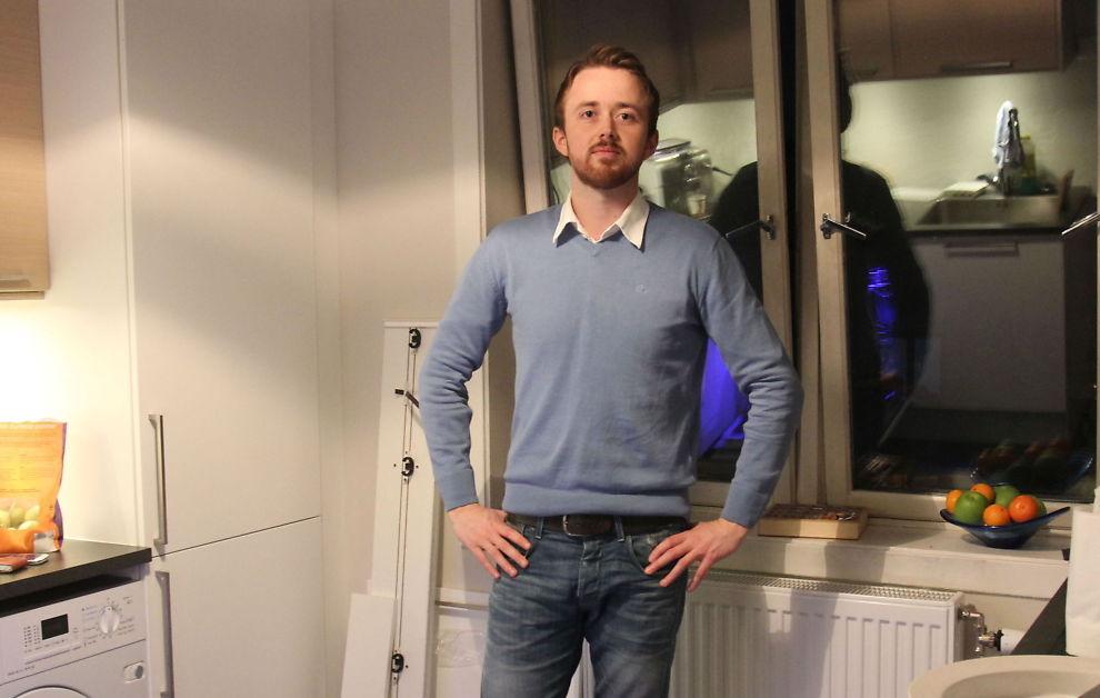 <p><b>SKATTEREGNING</b>: Ole Jørgen Kråkenes er ingen bolighai, men står likevel i fare for å tape opptil 300.000 kroner dersom Stoltenberg-regjeringens endring i gevinstskatt på bolig blir stående i statsbudsjettet. - Det er sure penger, sier han. Her står han på kjøkkenet i boligen han eier på St.Hanshaugen i Oslo.<br/></p>