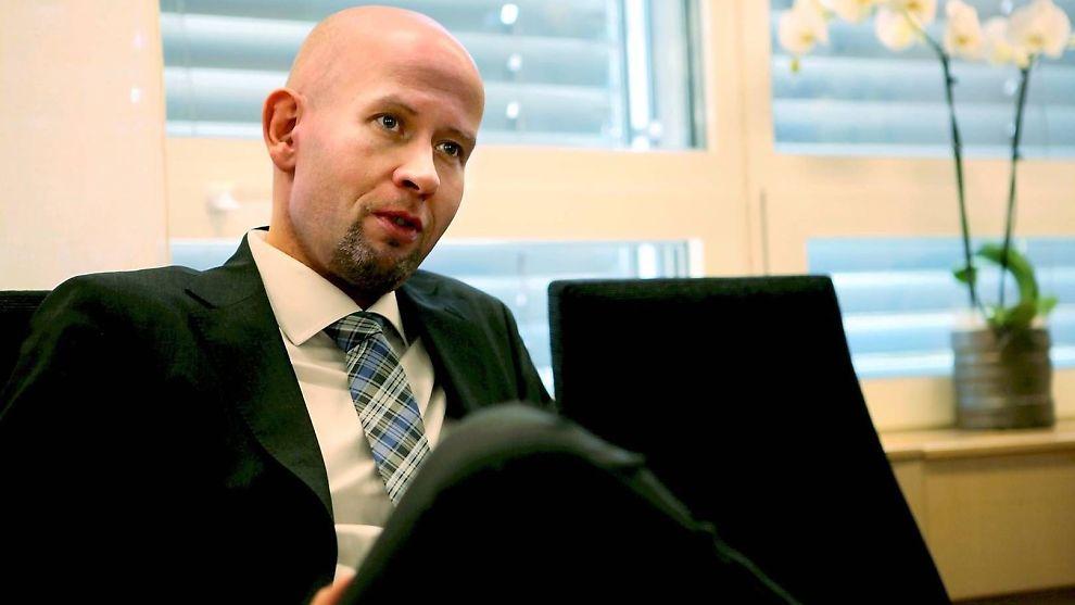 SKRINLEGGER: Energiminister Tord Lien skrinlegger mulighetsstudiene for fangst og lagring av CO2.