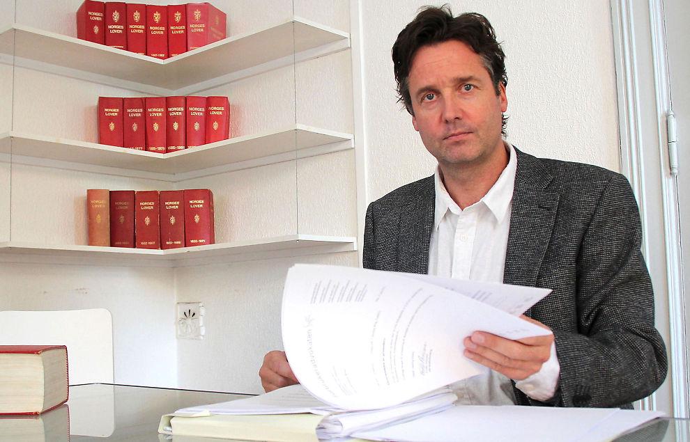 <p><b>Nemnda mistolker Høyesterettsdom:</b> Ifølge advokat Jon Andreas Lange hos Forbrukeradvokaten har Finansklagenemnda oversett et sentralt poeng i Røeggendommen. - Det sentrale spørsmålet er om kunden fikk tilstrekkelig informasjon om den store risikoen for tap, sier han.</p>