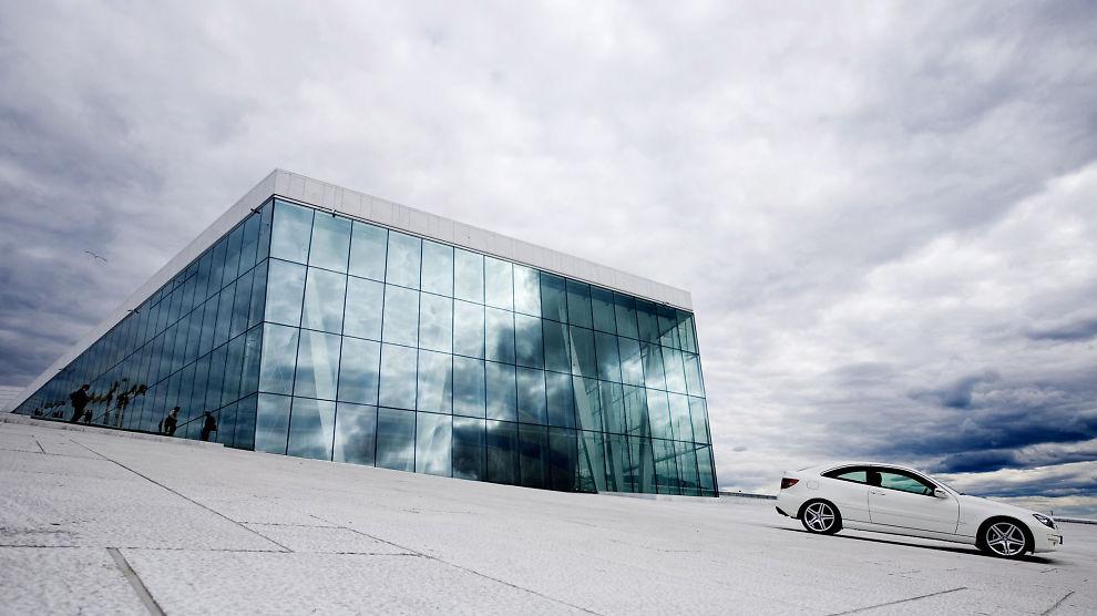 <p><b>MERCEDES PÅ OPERAEN:</b> Mercedes-Benz Norge har en avtale med Den Norske Opera. Avtalen er den største operaen har inngått.<br/></p>