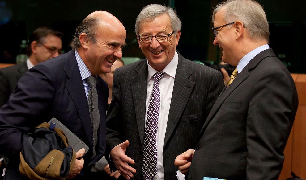 <p><b>MOT ENIGHET:</b> Eurosonens finansministere, her representert av Spanias finansminister Luis de Guindo, Luxemburgs finansminister Jean-Claude Juncker og EU-kommisær Olli Rehn.</p>