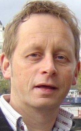 <p><b>SKEPTISK:</b> Konsulent Stig Rusti maner til omhu før man åpner kontorlandskapet.<br/></p>