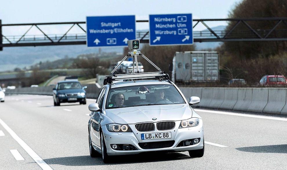TESTES UT: BMW, Audi og andre har lenge testet ut førerløse biler i samarbeid med Bosch. Sensoren på taket er en lasersensor som arbeider uavhengig av de andre kamera og radarsystemene. Det betyr at det ene systemet kan overta for det andre om det skulle skje en teknisk svikt. (Illustrasjonsfotoet er fra Tyskland).