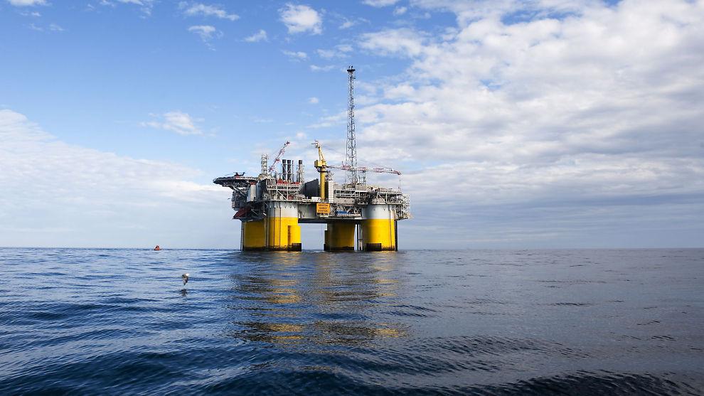 <p><b>DROPPER RØRPLANER:</b> Statoil og partnerne Petoro og GdFS dropper planene om en gassrørledning fra Kristin-feltet og til en nye Polarled-rørledningen i Norskehavet. Her er plattformen på Kristin-feltet avbildet.</p>