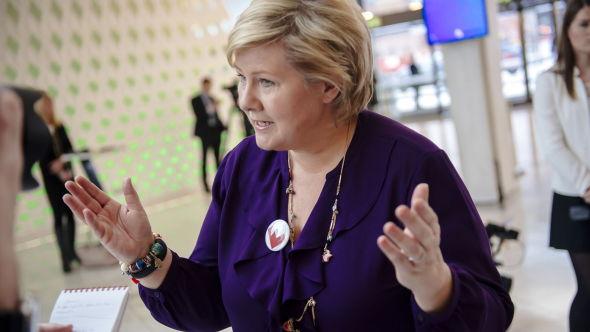 <p><b>MØTE, ELLER IKKE MØTE:</b> Statsminister Erna Solberg og regjeringen vil foreløpig ikke svare på hvorvidt Dalai Lama vil få møte en representant fra regjeringen under sitt besøk i Norge fra 7. til 10. mai. Her er statsministeren på NHOs årskonferanse.<br/></p>