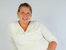 <p><b>ANGRER IKKE:</b> Oddrun Iren Limesand (27) skulle egentlig studere, men trivdes så godt i jobb som assisterende butikksjef at hun la planene på hylla. - For meg var det riktig valg, sier hun.</p>