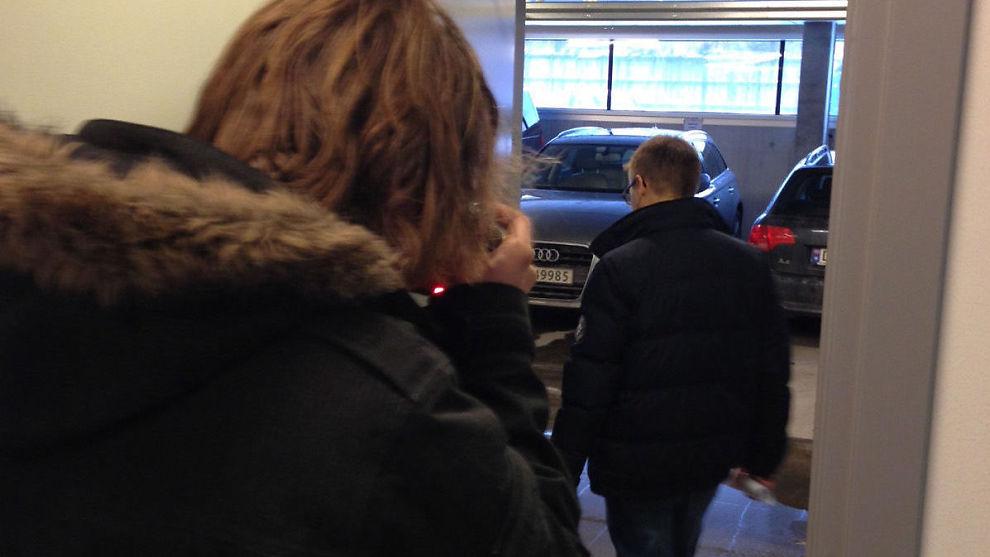 <p><b>HASTET HJEM:</b> Funcom-sjefen hastet ut i parkeringsanlegget under selskapets lokaler onsdag formiddag.</p>
