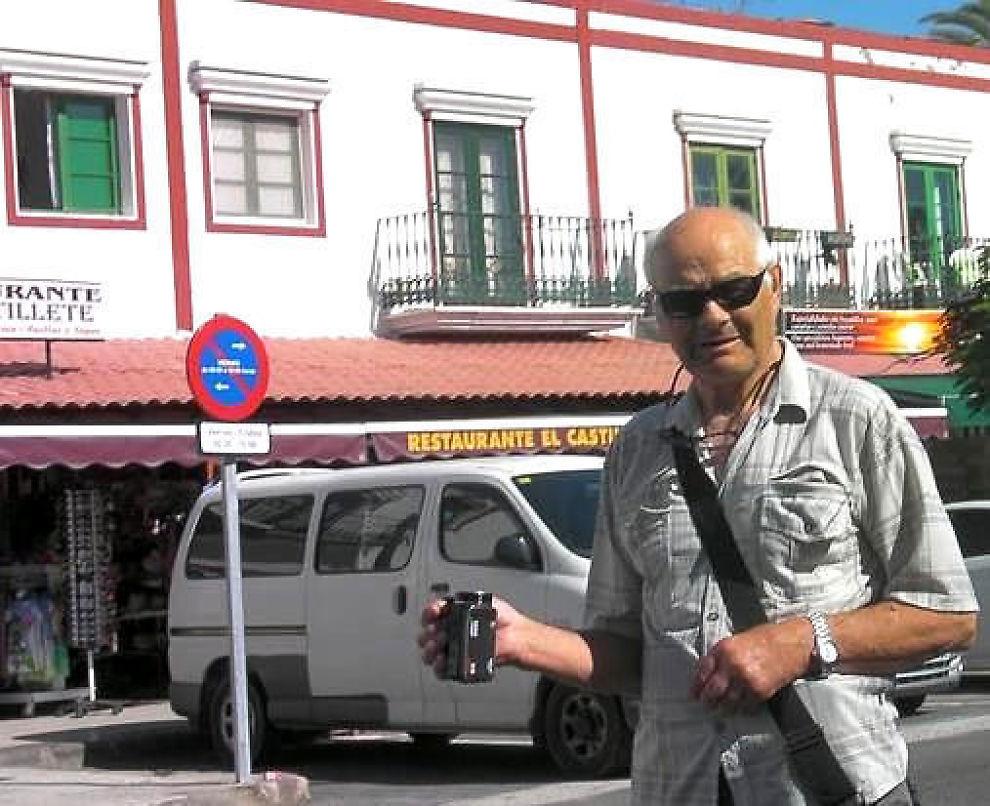 <p><b>BLE LURT:</b> Åsmund Johannes fra Voss ble presset til å kjøpe et videokamera av ukjent merke for 300 kroner, men ble belastet med ti ganger så høyt beløp på en strandbutikk i Puerto Mogan på Gran Canaria.</p>