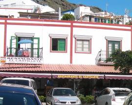<p><b>LURT:</b> Det var i en butikk ved siden av denne restauranten i Puerto de Mogan at pensjonisten fra Voss nylig ble svindlet for 3000 kroner. Han er en av få som likevel har klart å få ordnet opp i saken.</p>