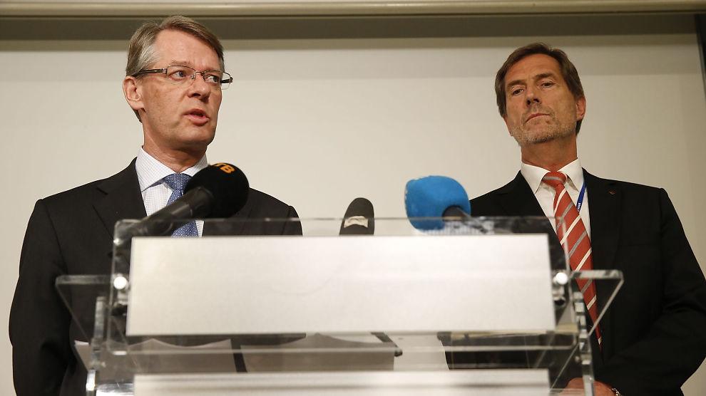 <p><b>PRESSEKONFERANSE:</b> Administrerende direktør i Kongsberg Gruppen Walter Qvam og styreleder Finn Jebsen (til venstre) under pressekonferansen tirsdag, arrangert etter at selskapet er siktet for grov korrupsjon i forbindelse med leveranser til Romania.</p>