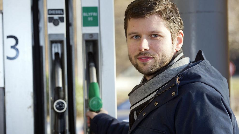 <p><b>FYLL PÅ RIKTIG TID:</b>- Du kan spare en femtilapp hver gang du fyller drivstoff på de gunstigste tidspunktene, sier Jan Petter Fedje, prosjektleder i Konkurransetilsynet.</p>