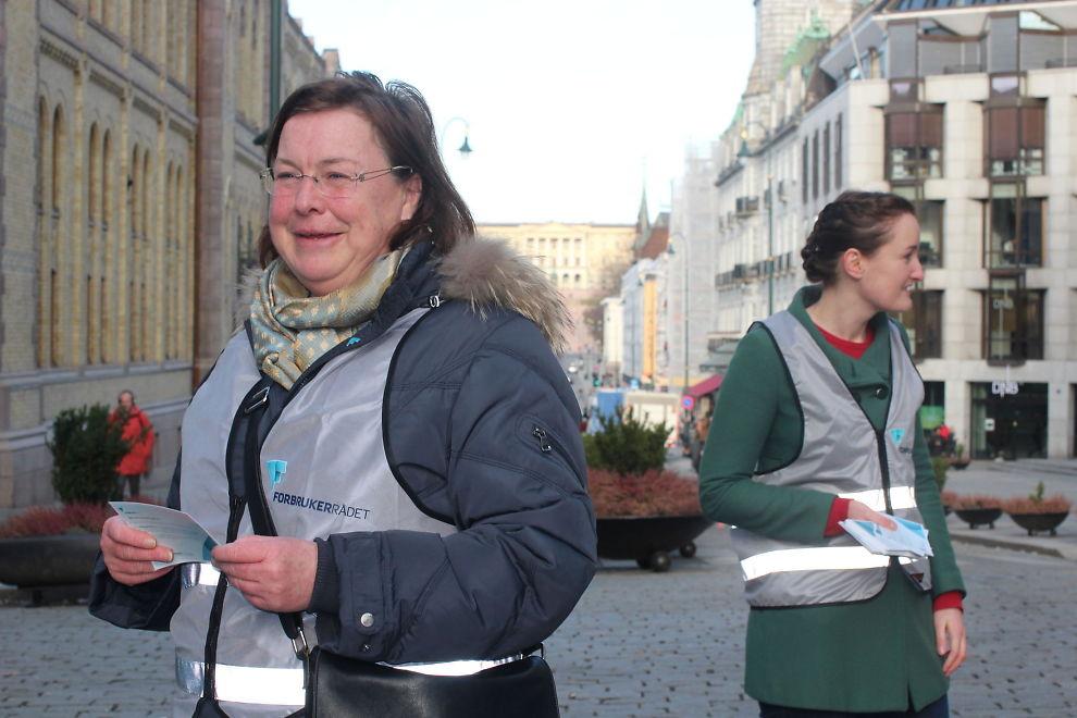 <p><b>- Flere bør bytte:</b> Elisabeth Realfsen, daglig leder av Finansportalen, var i dag i Karl Johans gate for å opplyse folk om hvor enkelt de kan bytte bank og forsikringsselskap om de ønsker.<br/></p>