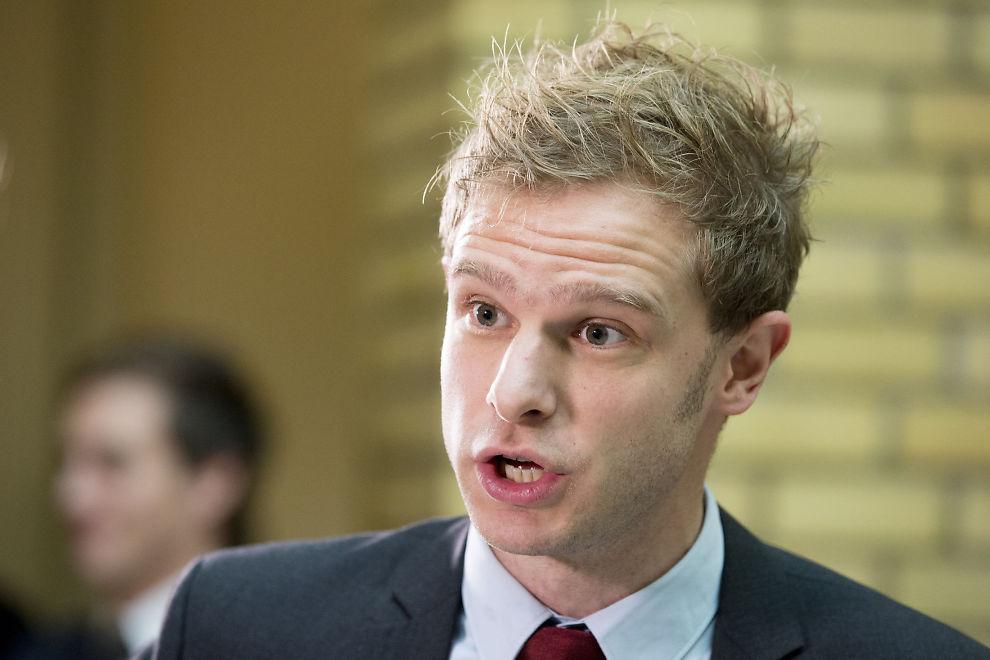 <p><b>POLITISK SKUESPILL:</b> På mange måter er denne debatten Stortinget på sitt verste, mener SVs Snorre Valen.<br/></p>