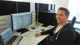 <p><b>ETTERTRAKTET:</b> Masterstudent i informatikk Nils Peder Korsveien synes det er deilig å ha landet drømmejobben ett år før han skal levere masteroppgaven.</p>