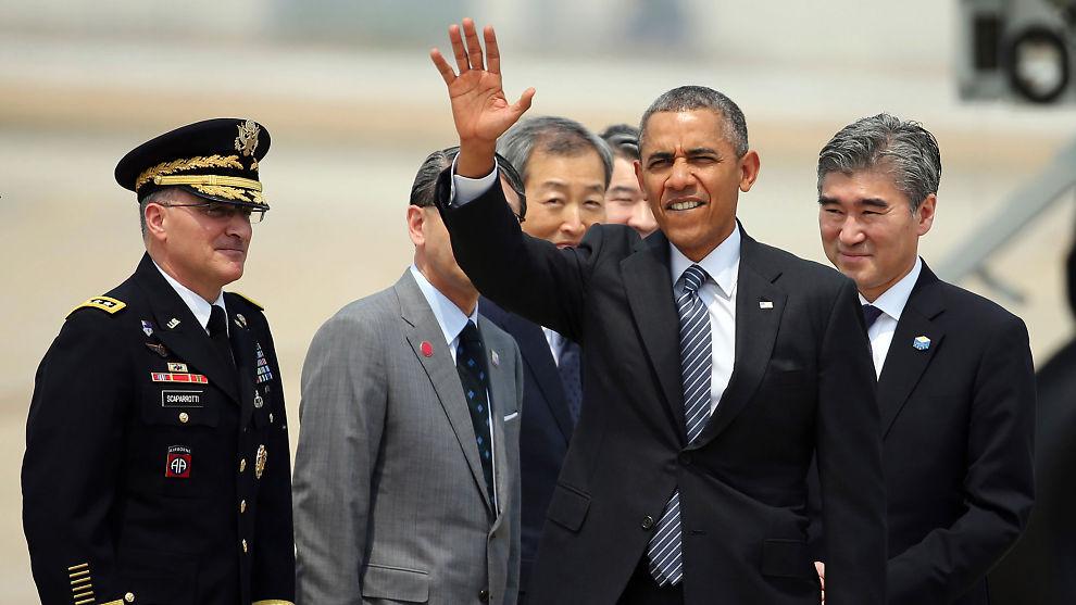 USAs president Barack Obama vinker farvei ved avreisen fra Tokyo fredag. USA og Japan greide ikke å bli enige om en ny handelsavtale for Stillehavsområdet under Obamas besøk i den japanske hovedstaden. Men partene meldte om framgang og forsikret at arbeidet fortsetter.