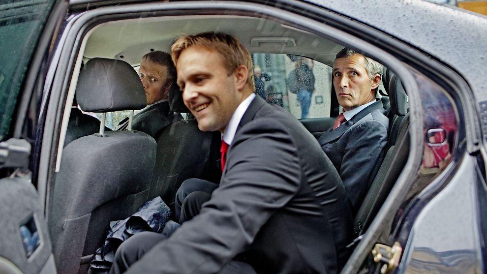 <p>VIL IKKE JOBBE SOM LOBBYIST: Den gang politisk rådgiver for Statsministerens kontor, Sindre Fossum Beyer, lukker døren til tjenestebilen. Her under kommunevalget 2011.<br/></p>