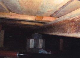 <p><b>Kreativt:</b>Huset var holdt oppe av togskinner, en gammel biljekk, vedkubber og lecastein.</p>