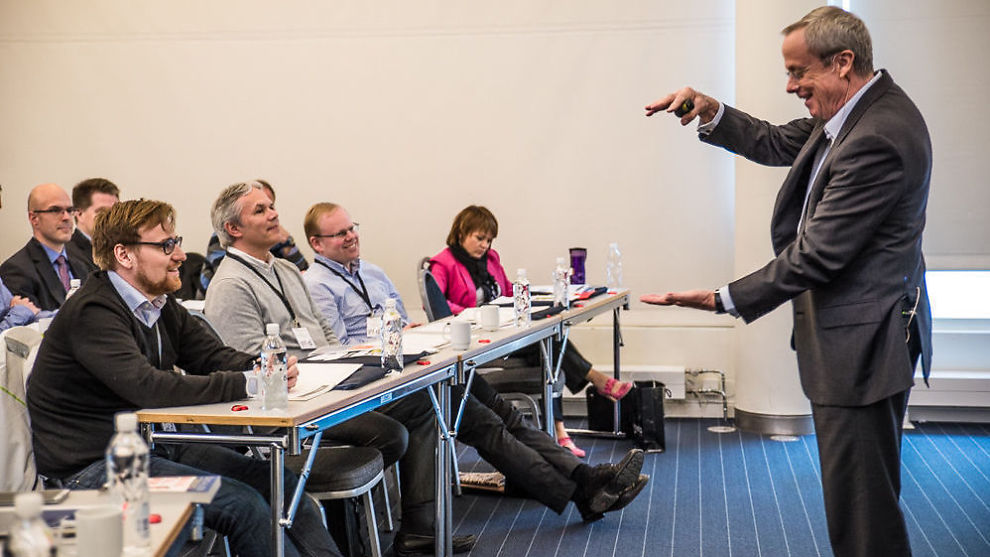 <p><b>HELT:</b> David Allen holder seminar i «Getting things done» (GTD)-metoden i Oslo kongressenter.</p>